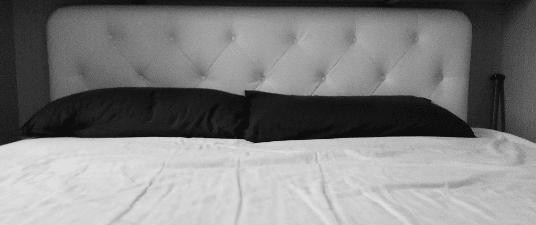 Il letto di casa mia, con le lenzuola che vanno cambiate e la mazza da baseball in alluminio.