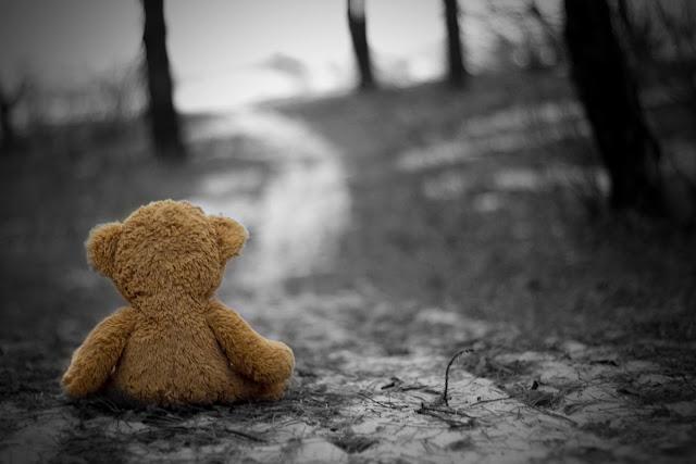 images of sad girl sitting alone hd