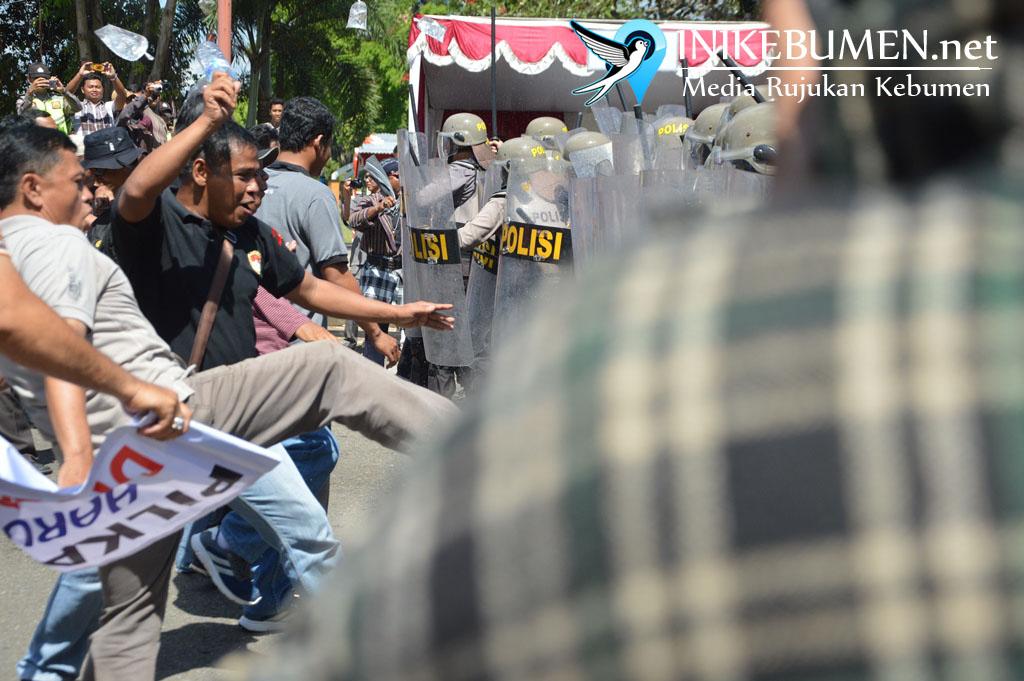 Antisipasi Kerusuhan, Polres Kebumen Gelar Simulasi Pengamanan Pilkada