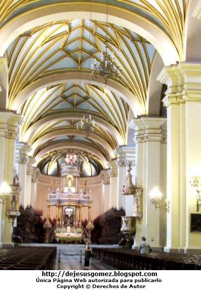 Foto al interior de la Catedral de Lima (Entrada) de Jesus Gómez