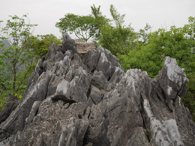 rock outcrop at the top of Jiuxing Crag