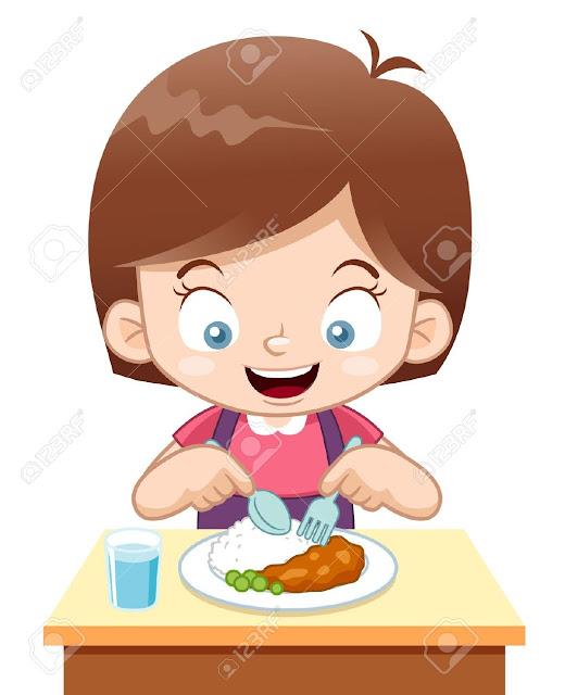 Niño con cuchillo y tenedor comiendo