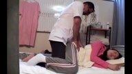 สาวใช้บริการนวดเฉพาะจุดสตรี จะนวดด้านนอกแต่กลับโดนนวดด้านใน(นาบ)