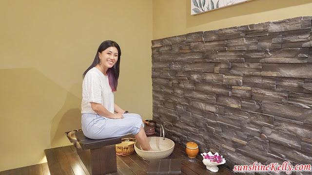 Herbaline Facial Spa, Facial Review, Spa Review, beauty, foot spa, aromatherapy relaxation, fish foot spa, pebbles foot reflexology, lemongrass tea