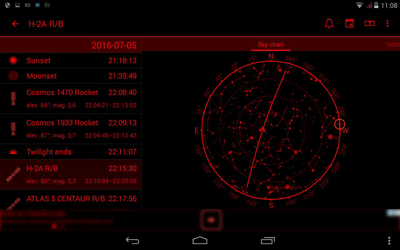 8. To samo okno programu z aktywnym trybem nocnym - mapa nieba i trajektoria ogólna dla wybranego przelotu