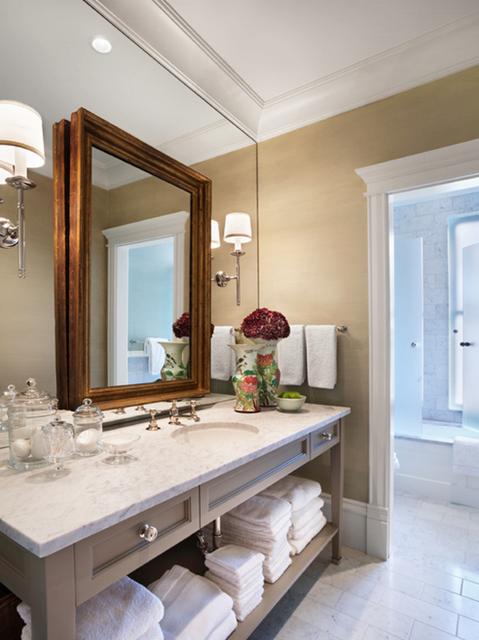 decoração diferente de banheiro com espelhos