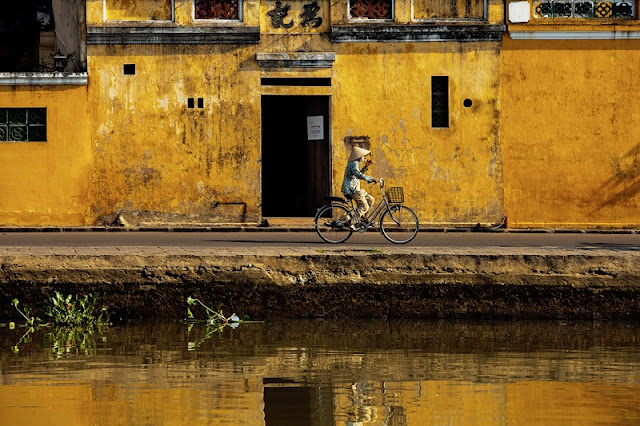 Photographs of Hoi An by photographer Réhahn in top Travel Magazine in UK 6