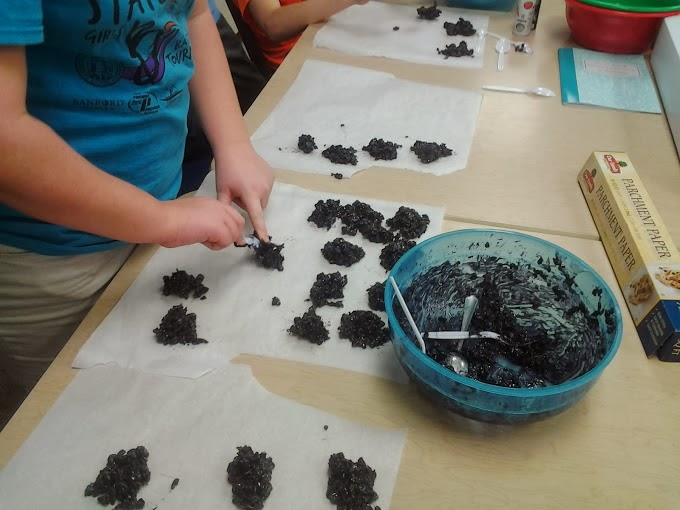 Download this FREE printable when you make Christmas coal in your classroom. It's great fun to make with your Kindergarten, 1st, 2nd, 3rd, 4th, 5th, or 6th grade classroom or homeschool students. Such elementary holiday fun this Christmas season or anytime you want to hand out some coal in December!