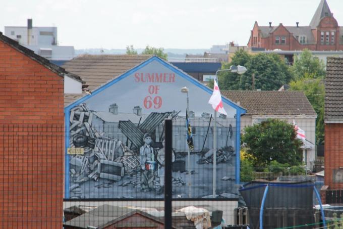 Belfast nähtävyydet turistibussista ja Belfast lasten kanssa / Muraalit ja the peace wall
