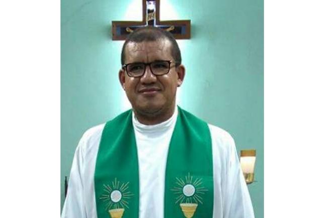 Padre  Reginaldo Luiz  se despede da Paróquia  de São Francisco de Assis  do Distrito de  Barragem Leste em Delmiro Gouveia