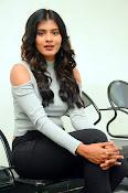 Hebah Patel new dazzling photos-thumbnail-5