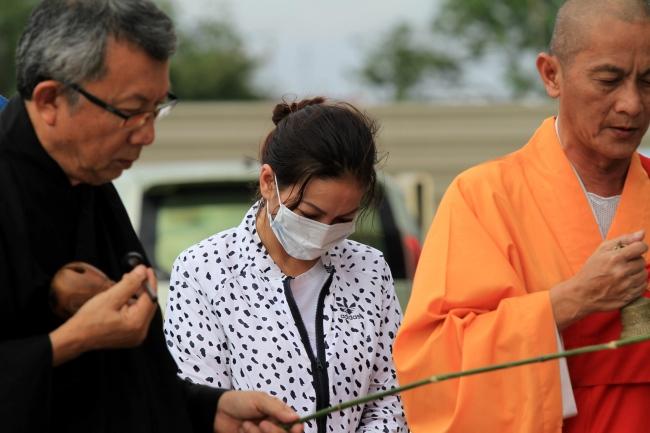 Keluarga mangsa bunuh Stesen Minyak adakan upacara ritual di lokasi kejadian
