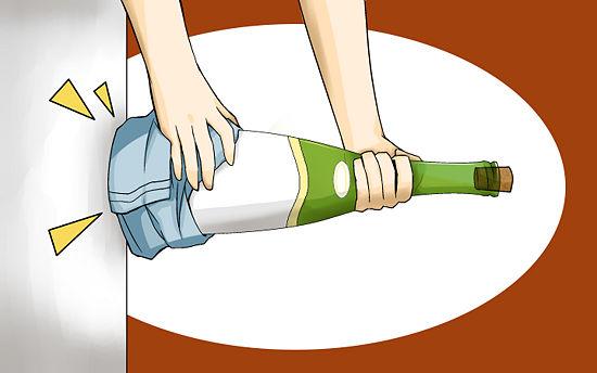 фото Самый простой способ открыть бутылку без штопора