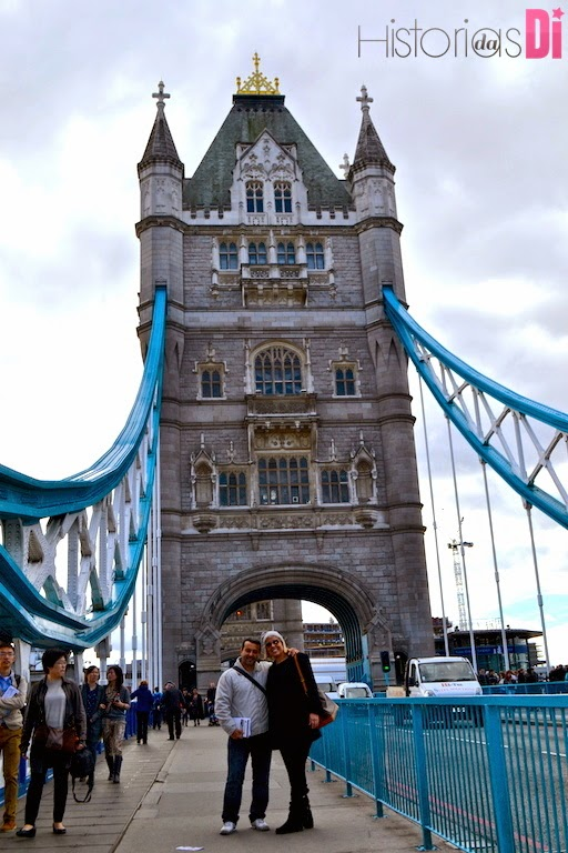 Di passando com o maridão pela Tower Bridge