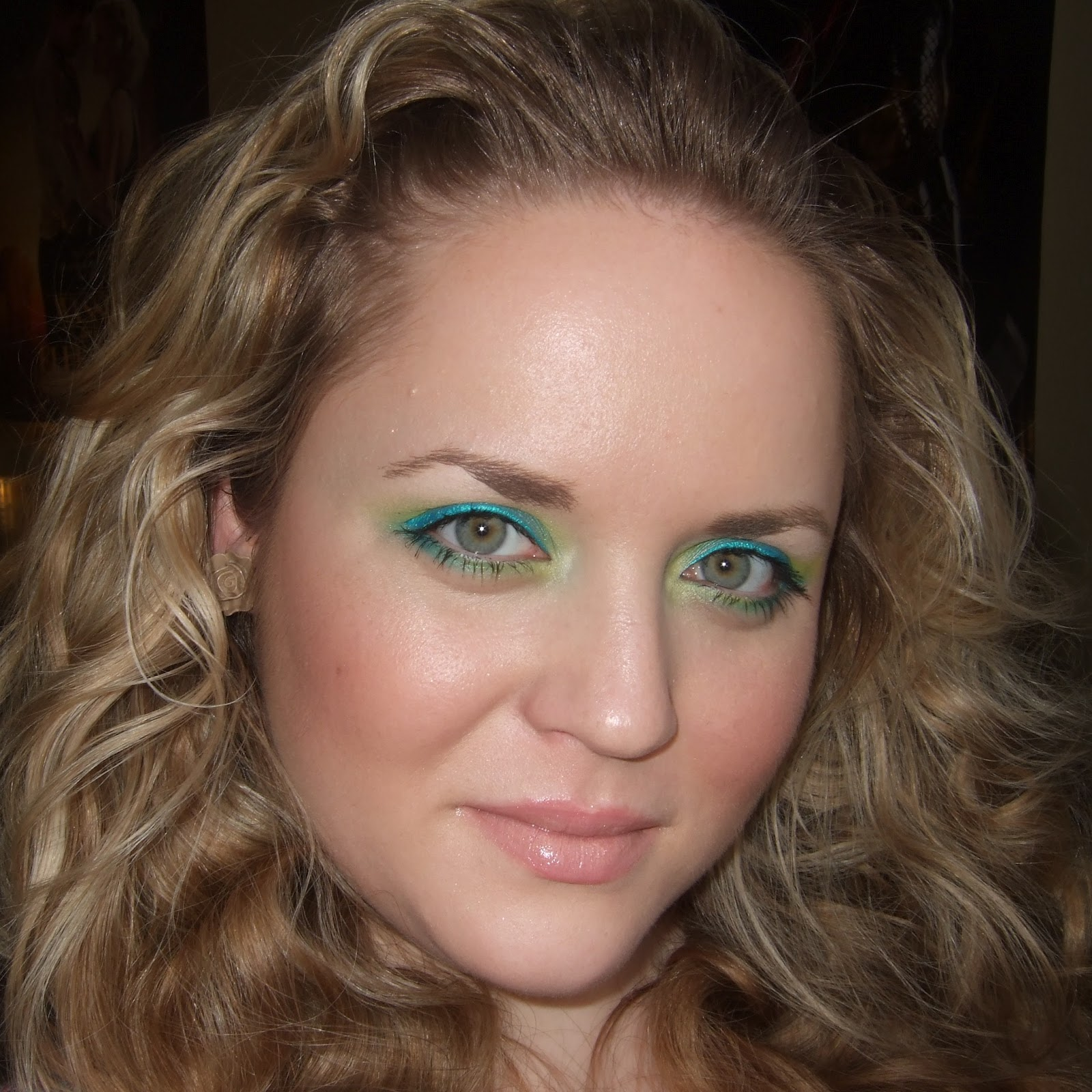 Daily Make Up Blau Gelbes Ombre Augen Make Up