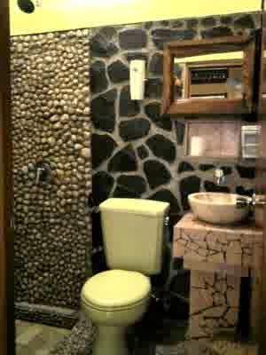 kamar mandi losmen murah di jogja