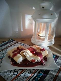 Pfannkuchen mit Quark-Granatapfel-Füllung