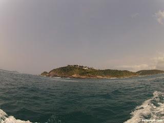 Casas na ilha.