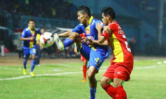 Arema vs Semen Padang