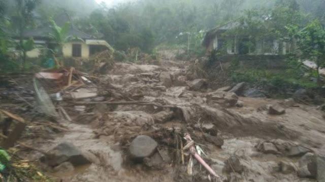 Histeris Warga Kedatangan Banjir Bandang di Magelang