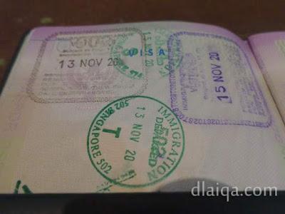 paspor dengan stempel masuk Singapura