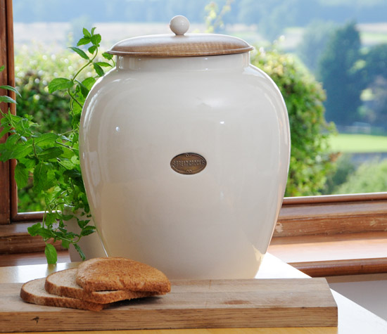 Country Kitchen Bread: Country Living Interiors: A Complete Country Kitchen