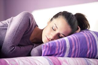 Posisi Tidur Ibu Hamil yang Baik dan Benar