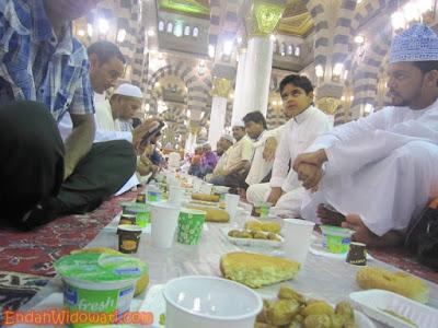 Ifthar di Masjid Nabawi