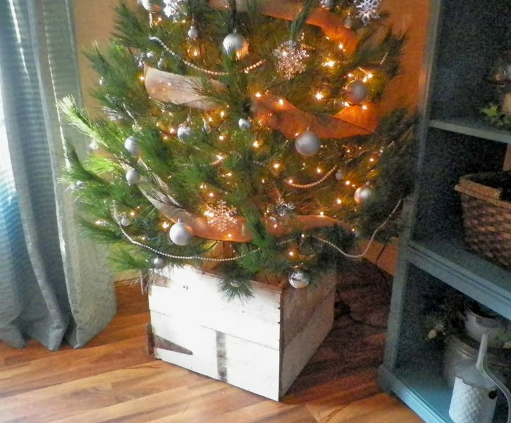 Christmas Tree Box Stand.Everything In Between Barn Wood Christmas Tree Box