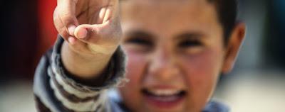 Child refugee image