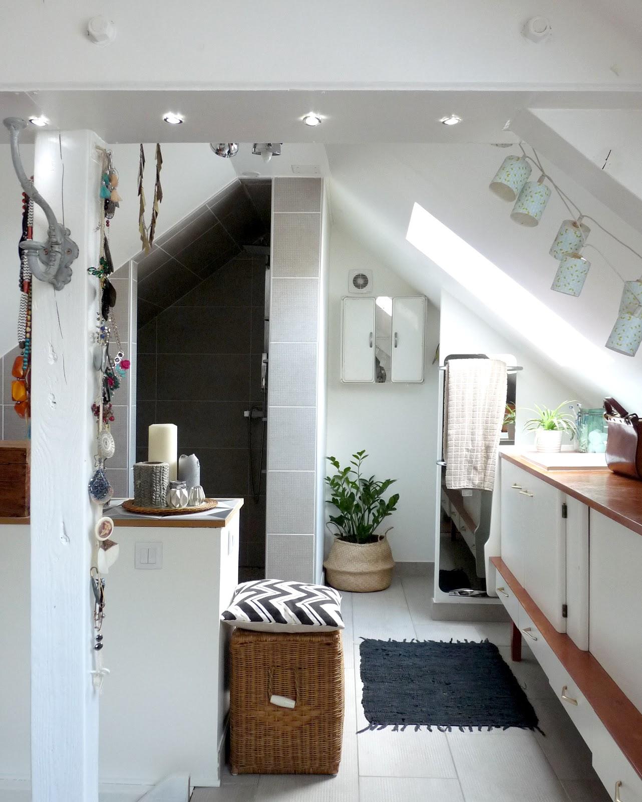 rue rivoirette avant apres une salle de bain dans les combles. Black Bedroom Furniture Sets. Home Design Ideas