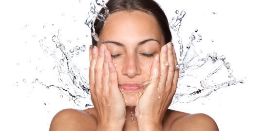 Ingin Miliki Kulit Wajah yang Sehat ? Lakukan Cara Membersihkan Wajah dengan Benar Berikut Ini