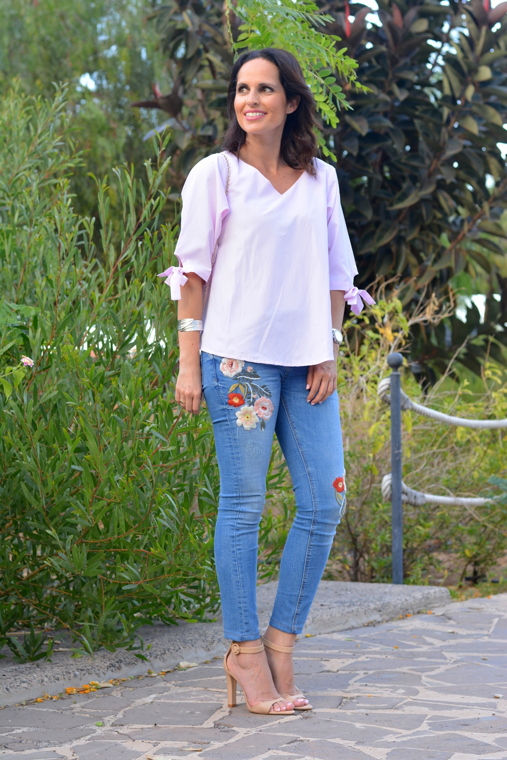 zara-embroidered-jeans-outfit