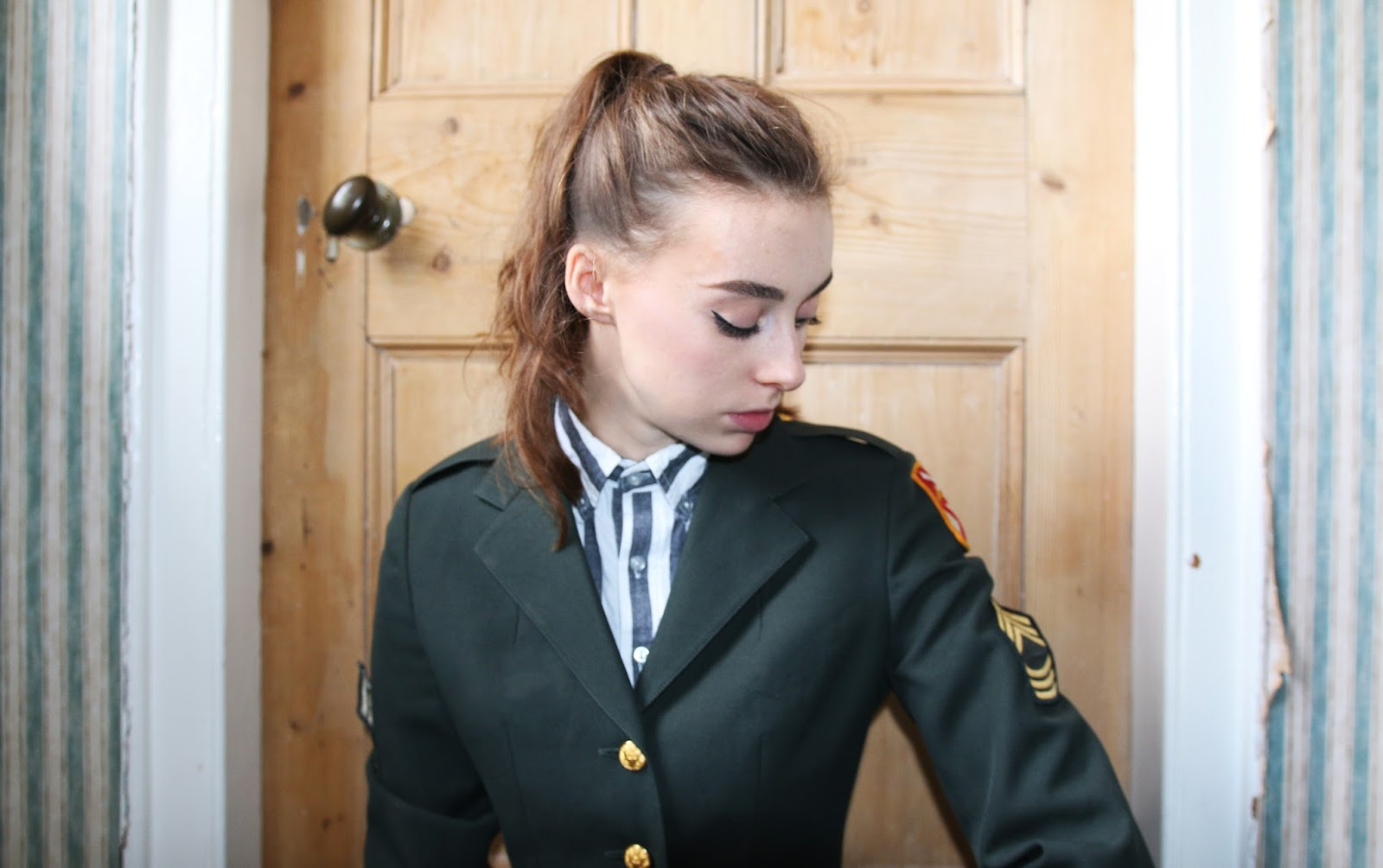 army jacket, mandeville sisters, beauty blogger, fashion blogger, military jacket, military, army, fashion, ootd, vintage jacket, rokit, grace mandeville, ootd,