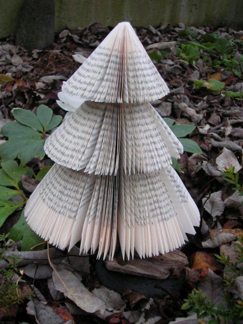 fliegenpilzle tannenbaum aus alten b chern. Black Bedroom Furniture Sets. Home Design Ideas