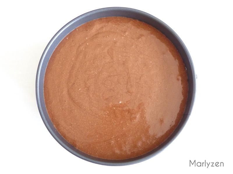 Versez la mousse au chocolat avant de mettre au frais.