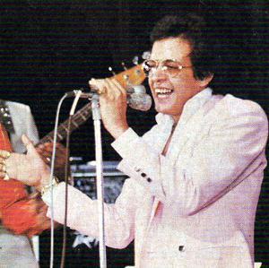 Foto de Héctor Lavoe cantando