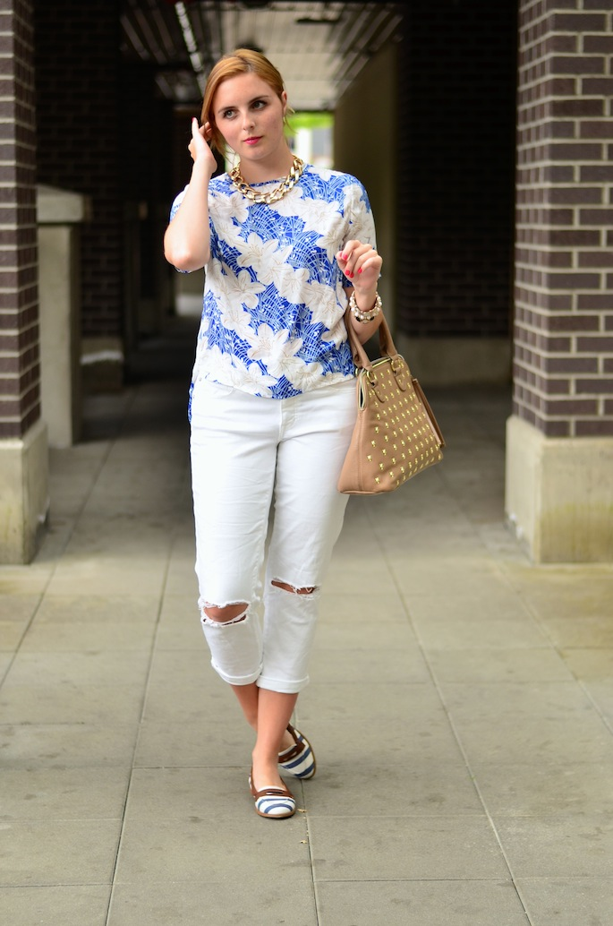 How to style white boyfriend jeans
