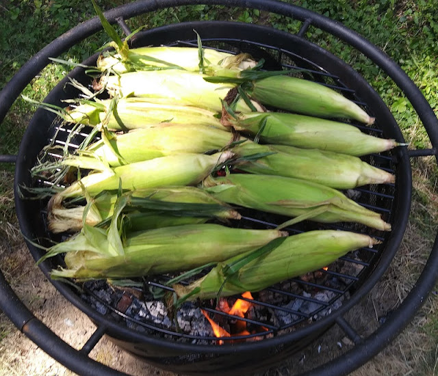 how to cook corn on a campfire