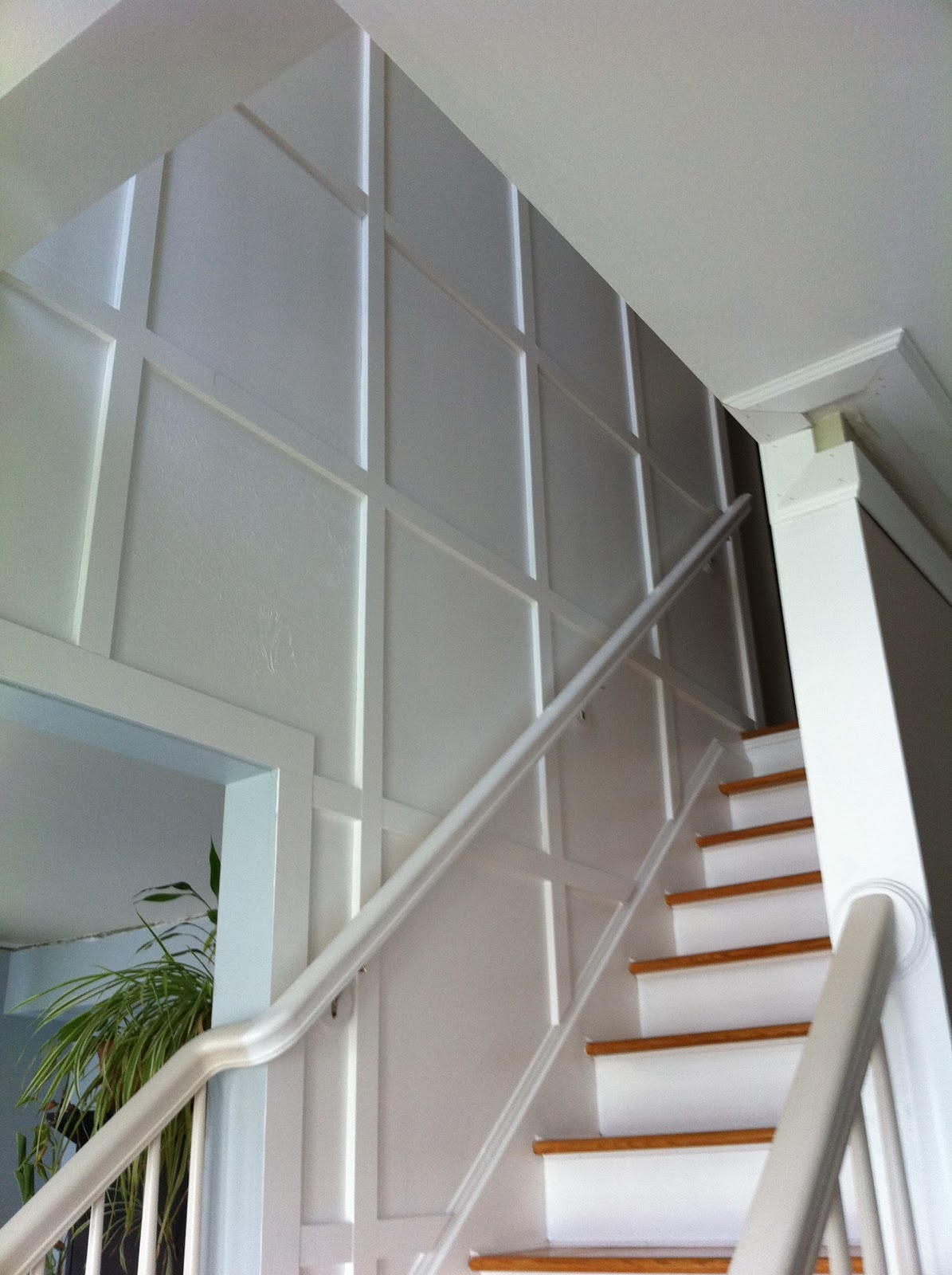 Staircase Wall Molding Treatments | myideasbedroom.com