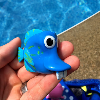 Finding Dory Mr. Ray Dive & Catch Game pool toys kathy