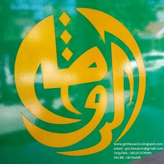 logo masjid Ar Roudhoh di kaca pintu bangunan masjid