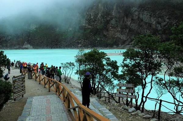 kawah putih ciwidey tempat wisata yang menarik di bandung