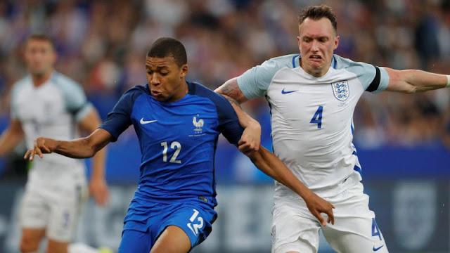 10 Pemain Prancis Kalahkan Inggris 3-2