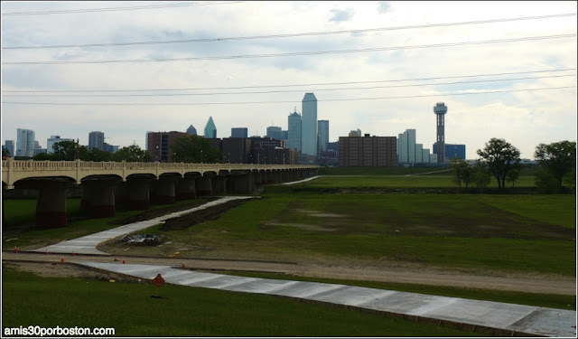 Lugares Turísticos y Atracciones en Dallas: Commerce Street Viaduct