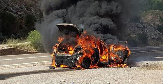 ΙΧ αυτοκίνητο τυλίχτηκε στις φλόγες το απόγευμα στην οδό Φαρσάλων στη Λάρισα