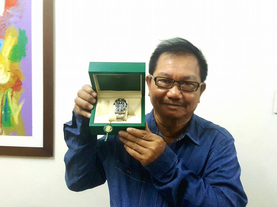 Agriculture Chief Manny Piñol return a Rolex gift