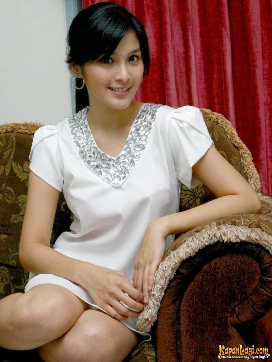 Sandra Dewi Nude 21