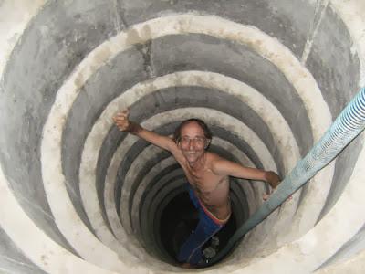 Turis Prancis ini Jadi Penggali Sumur di Sumba