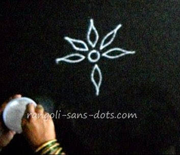 making-basic-rangoli-2411b.jpg